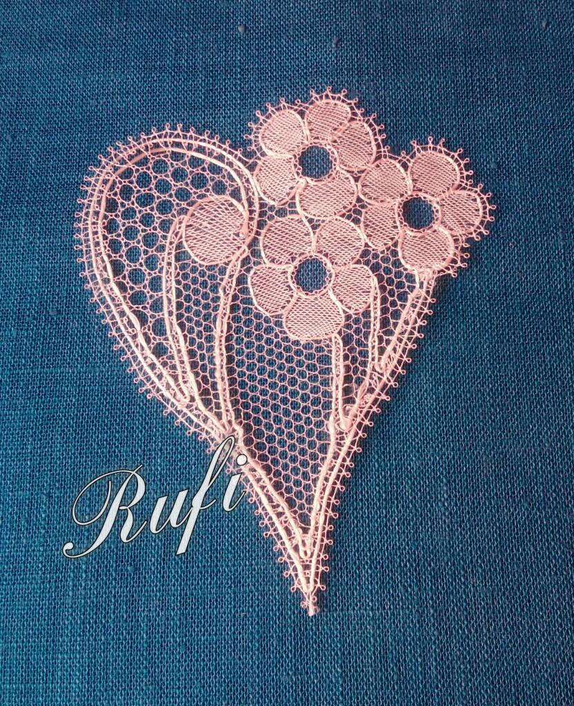 Primer corazon de la serie que tengo en proyecto-Encajes-de-Rufi